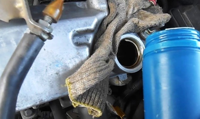 Заливайте свежее моторное масло каждые 15000 км пробега — соблюдайте регламент производителя