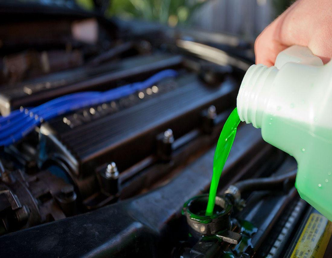 Красный, синий и зеленый антифриз – какой заливать в систему охлаждения?
