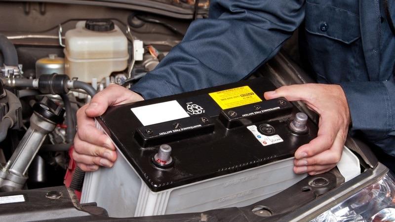 Как правильно снять аккумулятор с машины — соблюдаем порядок действий и меры предосторожности
