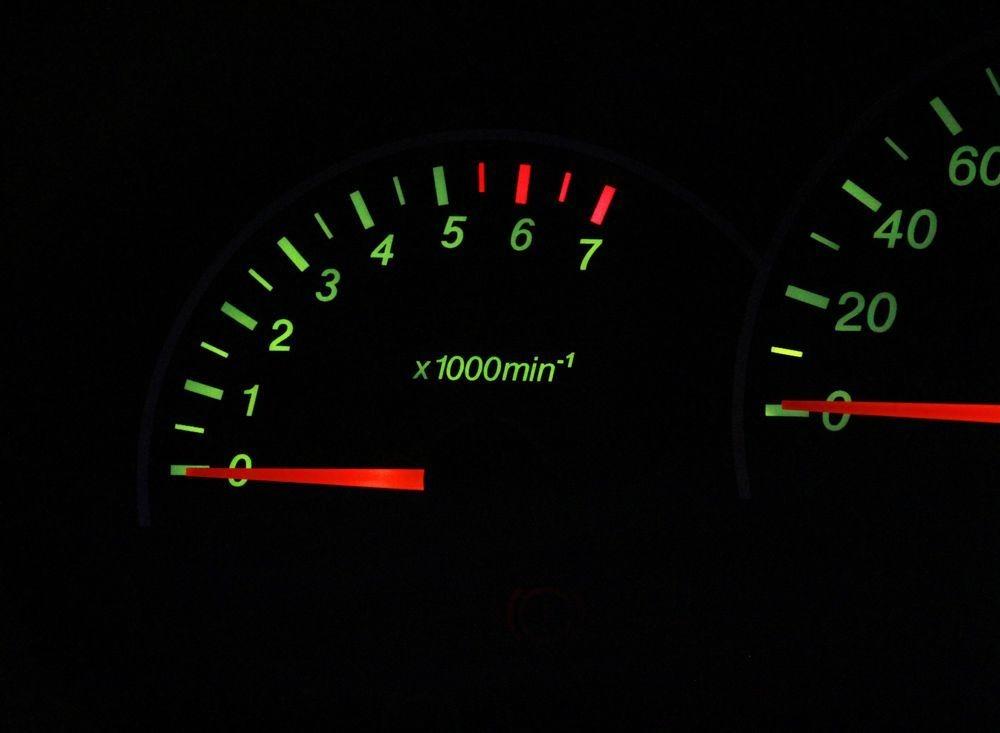 Двигатель не развивает обороты – где искать проблему и как ее решить?