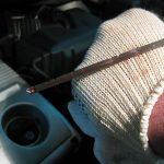 Как проверить уровень масла в двигателе машины – используем специальный щуп