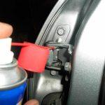 Чем смазать петли дверей автомобиля – большой выбор современных средств