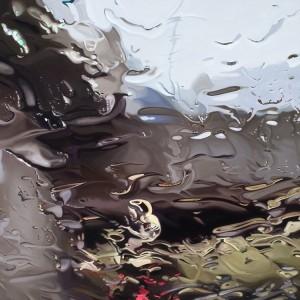 На фото - масло на покрытии стекла, adme.ru