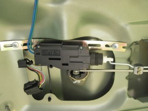 Фото установки активатора на замок багажника Лада Гранта, drive2.ru