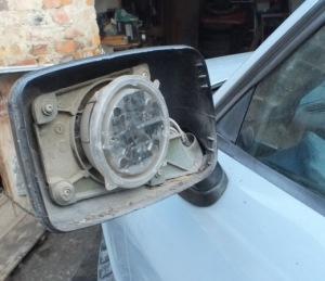На фото - ремонт электропривода боковых зеркал, drive2.ru
