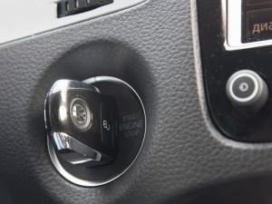 На фото - запуск автомобиля чип-ключом, zarubezhom.info