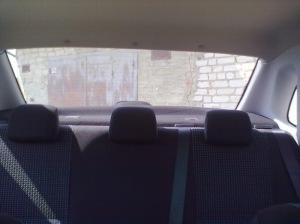 Фото установленных задних подголовников в Лада Гранта, drive2.ru