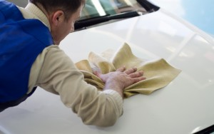 На фото - подготовка авто к оклейке карбоновой пленкой, khabarovsk.baza.drom.ru