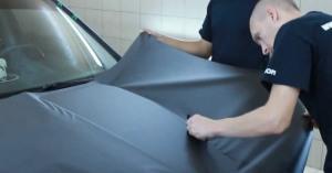 Фото оклейки автомобиля карбоновой пленкой, youtube.com
