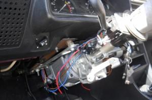 На фото - установка электроусилителя руля на ВАЗ 2107, drive2.ru
