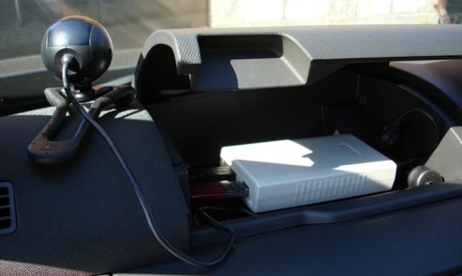 Фото установки электронного блока автовидеорегистратора