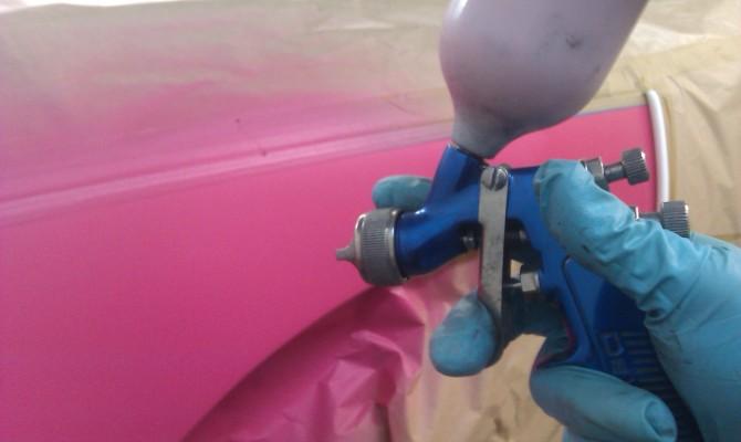 На фото - локальная покраска автомобиля своими руками