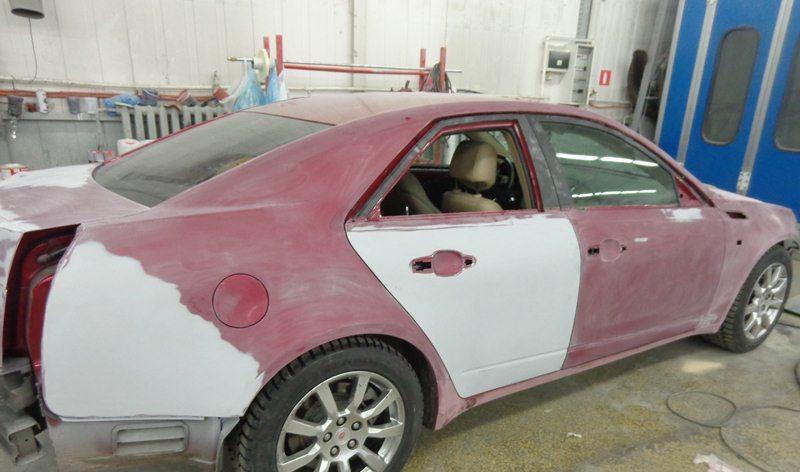 На фото - подготовка автомобиля к покраске