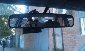 На фото - крепление внутреннего зеркала заднего вида, drive2.ru