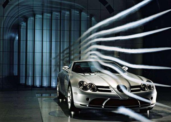 На фото - аэродинамика автомобиля