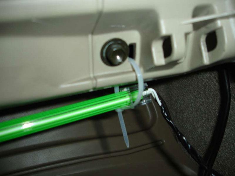 Фото установки неоновых ламп для подсветки салона авто