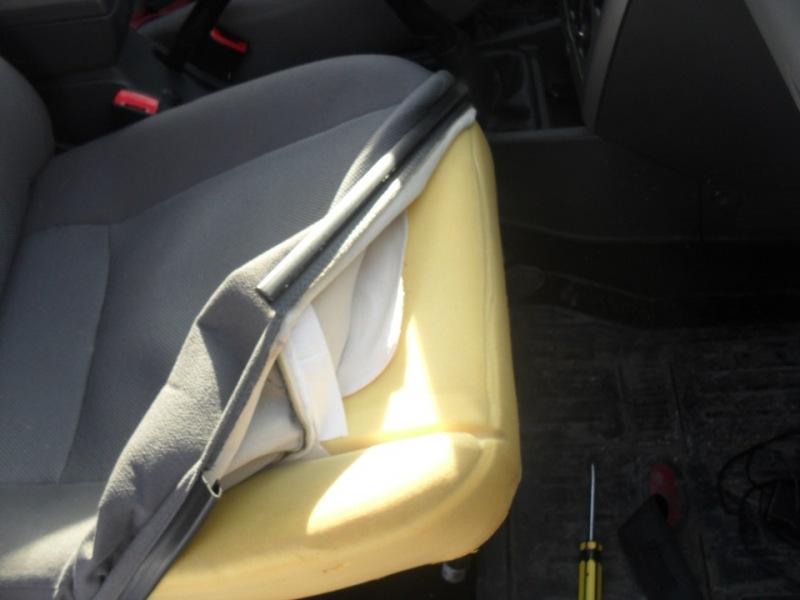 Фото установки подогрева сидений в Лада Приора