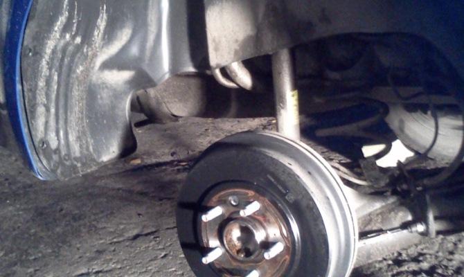 Фото демонтажа колеса для установки брызговика