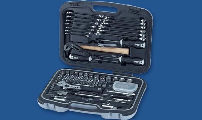 Фото набора инструментов для установки брызговиков на Рено Дастер