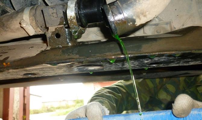Слив охлаждающей жидкости из двигателя ВАЗ 2114