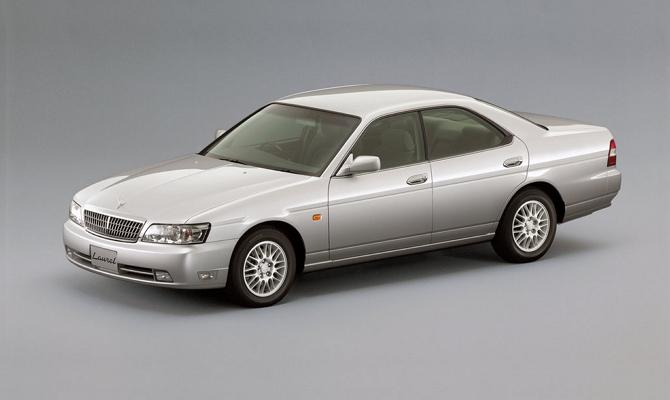 Автомобиль бизнес-класса Nissan Laurel