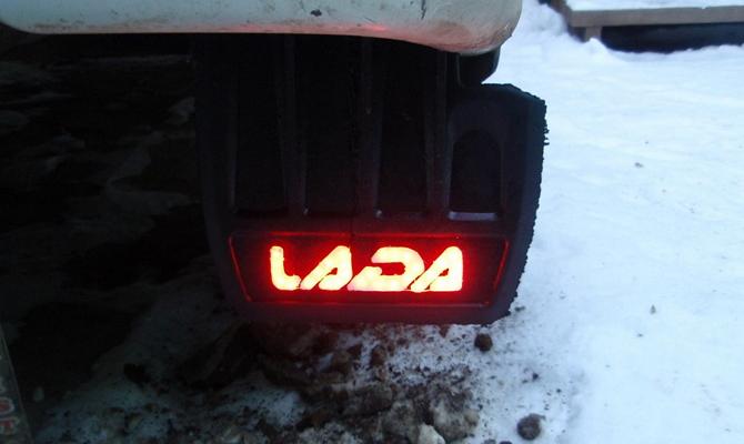 Светодиодная подсветка на детали авто