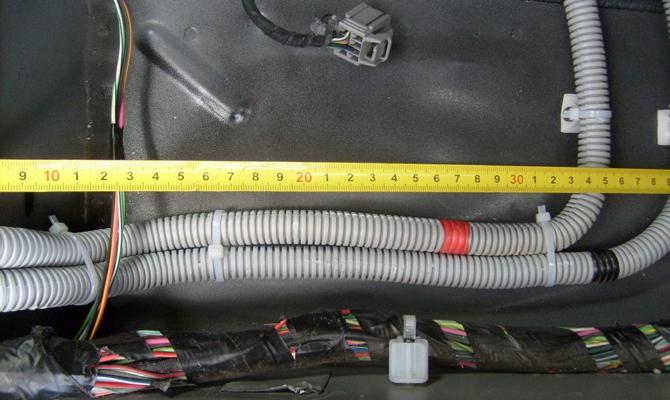 Прокладка межблочного кабеля под обшивкой авто