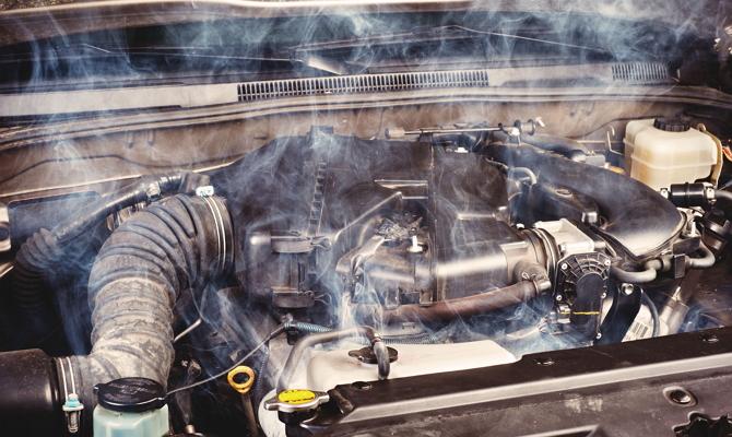 Дым из-под капота авто