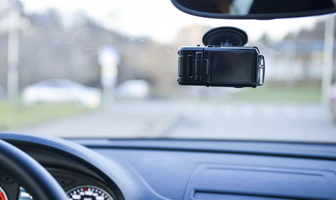 Прибор для видеосъемки происходящего на трассе
