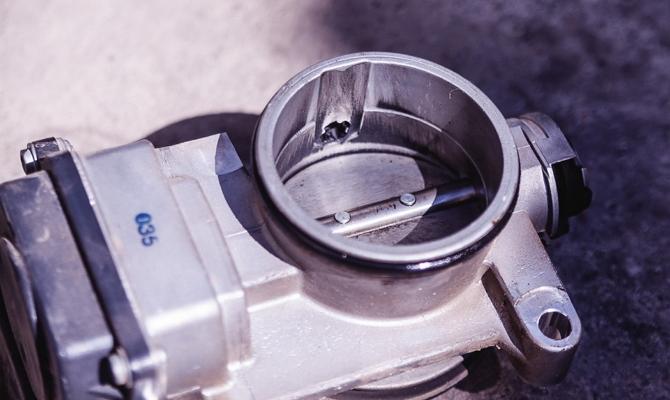 Чистка дросселя Renault Duster