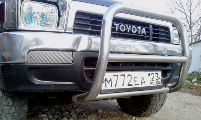 Установка кенгурятника на Toyota Hilux