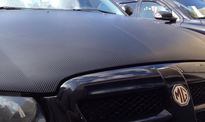 Оклейка авто защитной карбоновой плёнкой