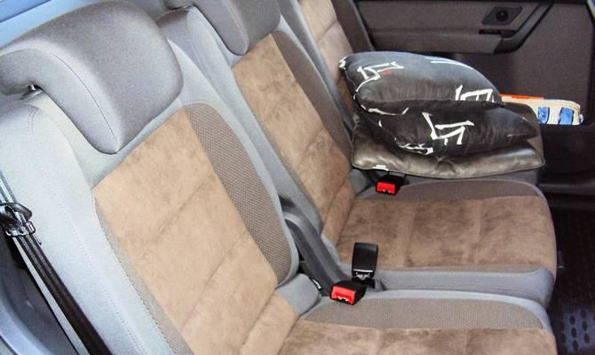 На фото - обивка сидений в авто
