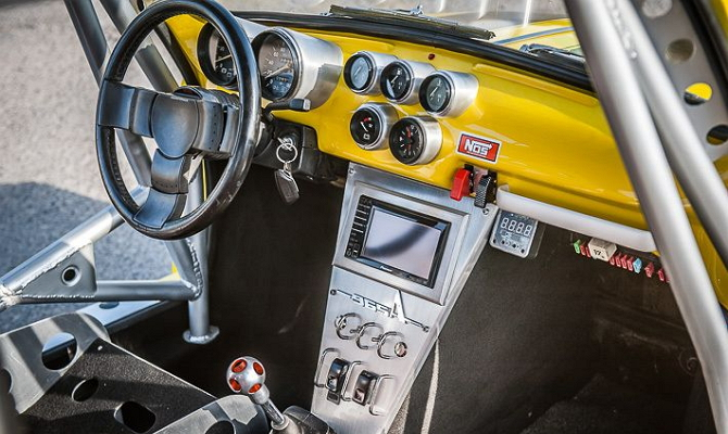 Переработка салона авто – самостоятельная покраска панели