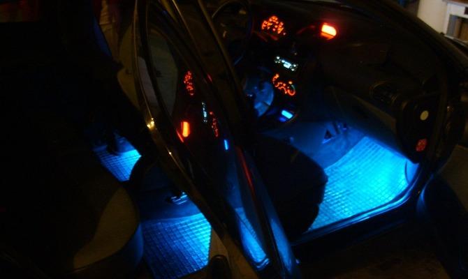 Подсветка для ног в салоне авто – монтаж и подключение