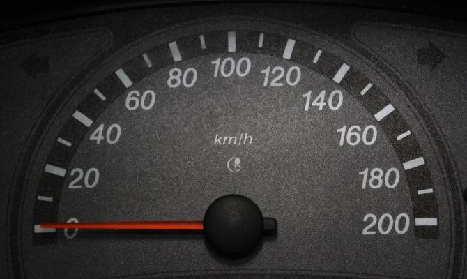 На нерабочем спидометре стрелка всегда замирает на нулевой отметке, в более редких случаях - на других значениях скорости