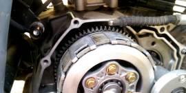 Машина дергается при нажатии на педаль газа – причины и способы их решения