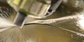 Трещина на лобовом стекле – секреты ремонта в домашних условиях
