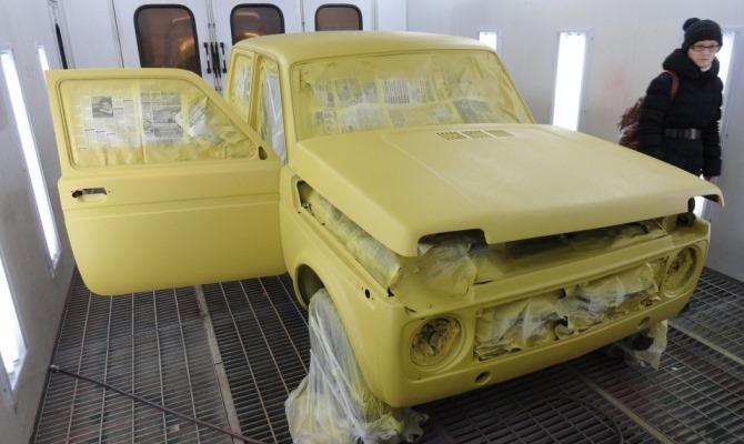 Как и всегда финальной стадии покраски предшествуют многочисленные работы по подготовке поверхности авто