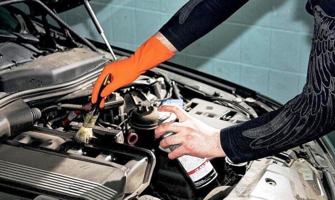 Обязательно охладите двигатель перед любыми очистительными работами