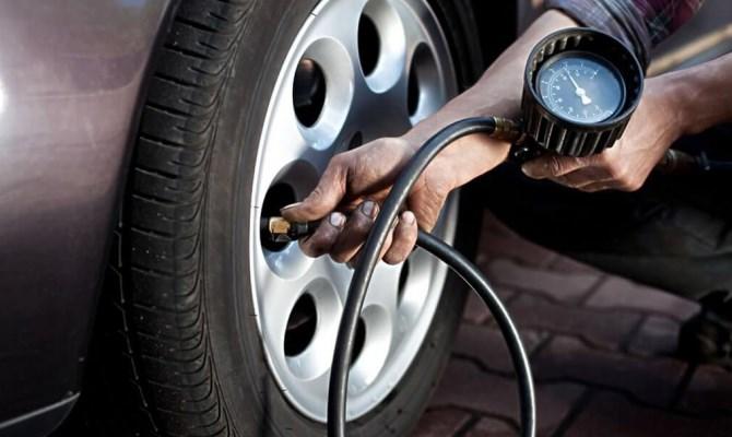 Оптимальное давление колес автомобиля устанавливается в виде рекомендаций их производителем