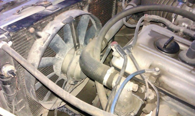 Вентилятор охлаждения радиатора применяется для воздушного охлаждения, которое вместе с жидкостным обеспечивает оптимальный температурный режим работы мотора
