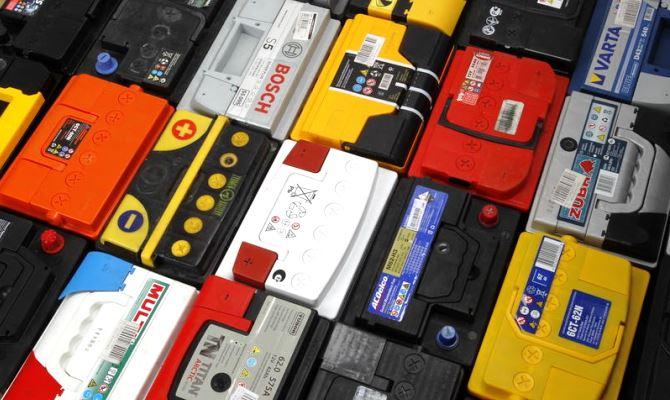 Большая масса и немалая стоимость этих аккумуляторов все ещё становится преградой для многих автолюбителей