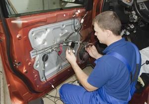remont centralnogo zamka avtomobilja 8 300x210 - Центральный замок не закрывает водительскую дверь причины