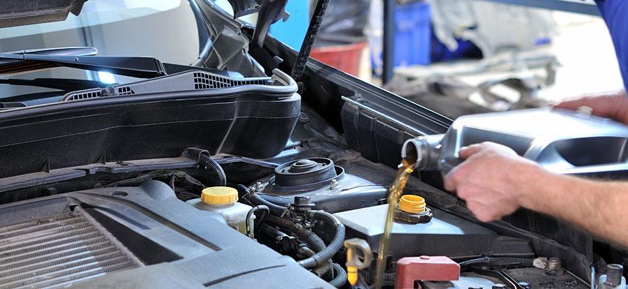 Двигатель автомобиля ест масло – обзор основных причин и их решение
