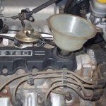 Как долить масло в двигатель своими руками?