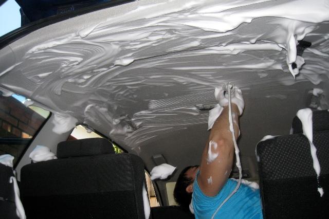 Чем помыть потолок в машине – как не ошибиться со средством?
