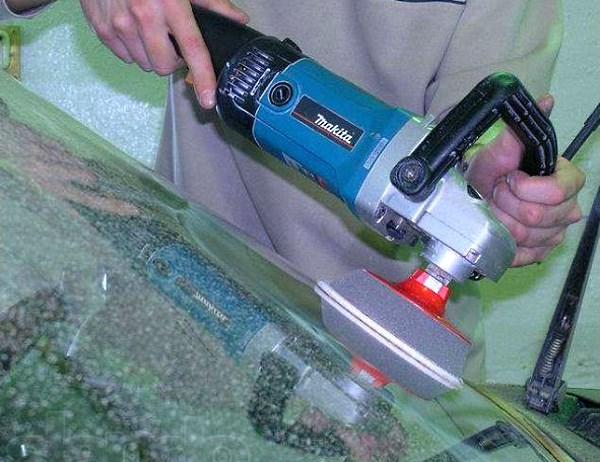 Паста Гои для полировки лобового стекла – особенности и правила использования