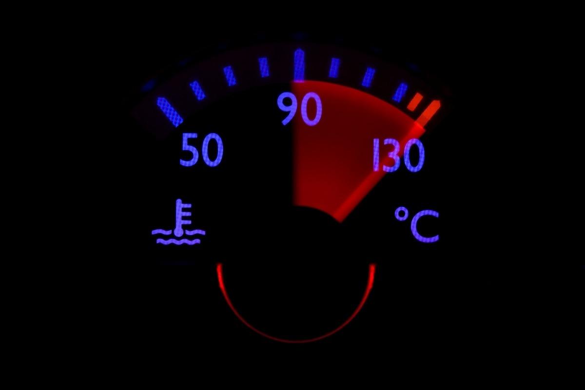 Греется двигатель в автомобиле – причины неисправности и грамотная профилактика