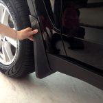 Нужно ли устанавливать брызговики на новую машину, если их не было?